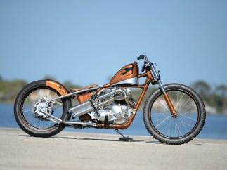 Bevor die Triumph Bonneville zum Chopper erweckt wurde, stand sie lange im Indian Larry-Shop in New York rum
