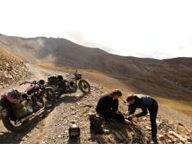 Brotherhood und BSA: Alpentour auf alten Kisten