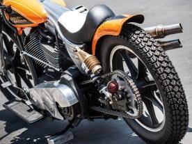 Sieben-Speichen-Räder im Stil der 70er-Jahre Cafe-Racer