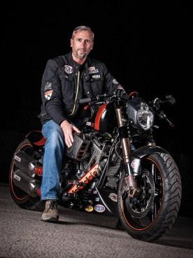 Atze im Glück: sein Motorrad ist fett, richtig fett ...