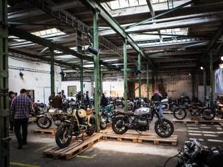 Ein halbes Jahr hatten die Vorbereitungen zur All Ride Moto Show gedauert. Um die 50 Motorräder wurden ausgestellt, zum Grossteil stammen sie aus tschechischen Customshops. Nicht show, nicht shine, sondern von Grund auf ehrliche Bikes mit Ecken und Kanten