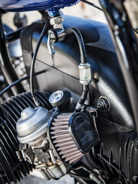 Oli mistete die gesamte Elektrik radikal aus, das Zündschloss sitzt jetzt im Motorgehäuse