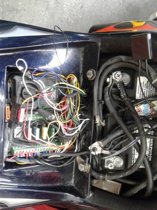 Das war der Ist-Zustand der alten Elektrik, bevor Arnd sich daran machte, einen neuen Kabelbaum zu ziehen und die M-Unit zu installieren