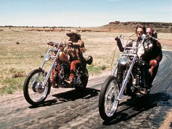Verwirklicht: Peter Fonda und Dennis Hopper hatten Pläne vom neuen amerikanischen Abenteuerfilm. Es war schließlich eine Art moderner Western geworden. Ohne Pferde, dafür mit Motorrädern, Sex, Drogen und grandioser Musik ihrer Epoche