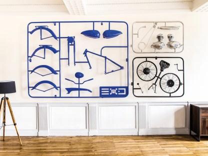 An Modellbau erinnern die »Bilder«, die Karl Renoult aus Motorradteilen schafft, wie die blaue 125er Terrot