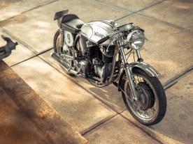 Wenn ein 20-Jähriger ein Motorrad baut, dann ist das schon beachtlich. Wenn er dazu Rahmen und Motor verschiedener Hersteller kombiniert, noch mehr. Dass er seine Kreation aber nicht einmal fahren darf, grenzt an sympathischen Wahnsinn