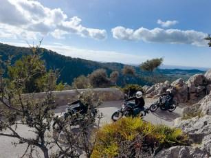 Der Süden Mallorcas bietet wenig Reizvolles, der Norden mit dem Tramuntana-Gebirge und der wilden Steilküste ist dafür ein echtes Träumchen für Motorradfahrer