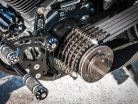 Alle Arbeiten am Motorrad spricht Sigi im Vorfeld mit seinem TÜV-Prüfer ab, mehrmals ist dieser in der Umbauphase beim Schrauber zu Gast. Unsinnige oder umsonst gemachte Arbeiten entfallen so, die begehrte Zu-lassung gibt es ohne Probleme