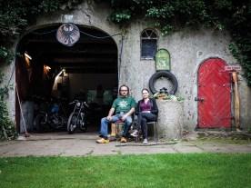 Svenja Hemke hatte uns gefragt, ob wir der Werkstatt ihres Vaters nicht mal einen Besuch abstatten wollen. Also machten wir uns auf nach Niedersachsen, wo sich ein Motorradtraum offenbarte