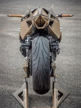 Von hinten betrachtet wirkt der Mortágua-Fighter fast wie ein normales Motorrad. Na ja, die Flügel ... aber sonst