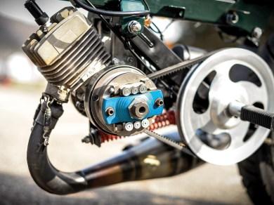 Dem Einzylindermotor verpasste Joshua ein Tuning mit Teilen aus dem Rennsport. Dazu passend eine neue Variomatic und einen neuen Vergaser