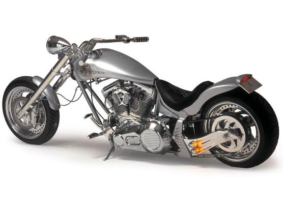 Die Erstversion der Evil Spirit mit S6S Twin Cam aus dem Jahr 2000. Rahmen, Schwinge und Räder sind eigene Lottermann-Parts. Um gut fahrbar zu bleiben, rollt das Bike auf 130er-Pirelli vorn und 200er hinten