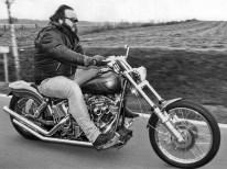 Ein Leben für Motorräder – tagsüber in der Werkstatt, in der Freizeit auf der Straße, Thomas Lottner lebt, was er tut
