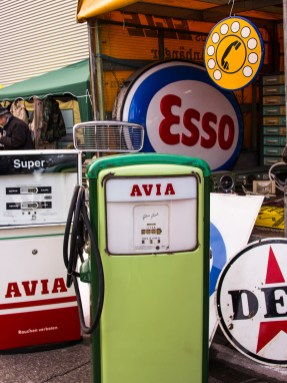 Immer heiß begeht: Alte Zapfsäulen und Tankstellenschilder