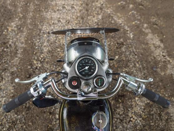 »Patinostres«, ein düsterer Name für ein erfrischendes Motorrad. Bei seinem Umbau orientierte sich Benjamin an klassischen Vorbildern, erzielte die gewünschten Effekte mit dem Einsatz von Nitro, Acryllack und Hitze