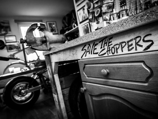 Der »Save the Choppers«-Schriftzug auf der Werkbank markiert den Traditionalisten