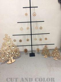 Juletræer og pynt