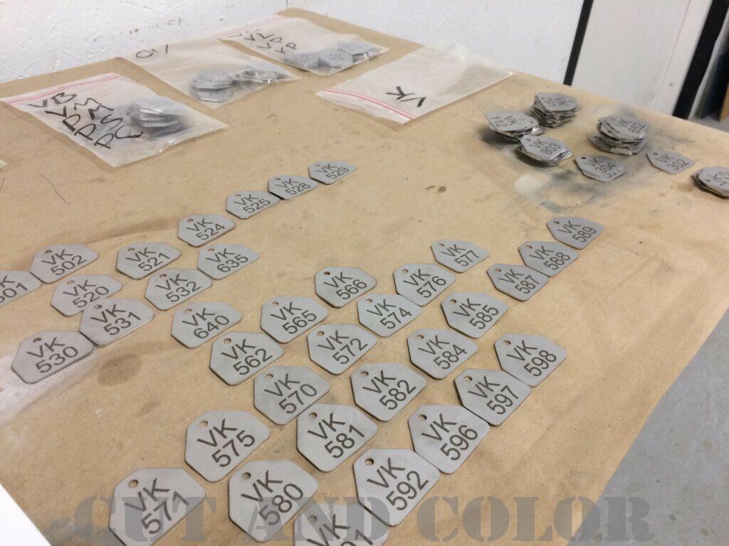 Graverede nummerskilte i rustfrit stål