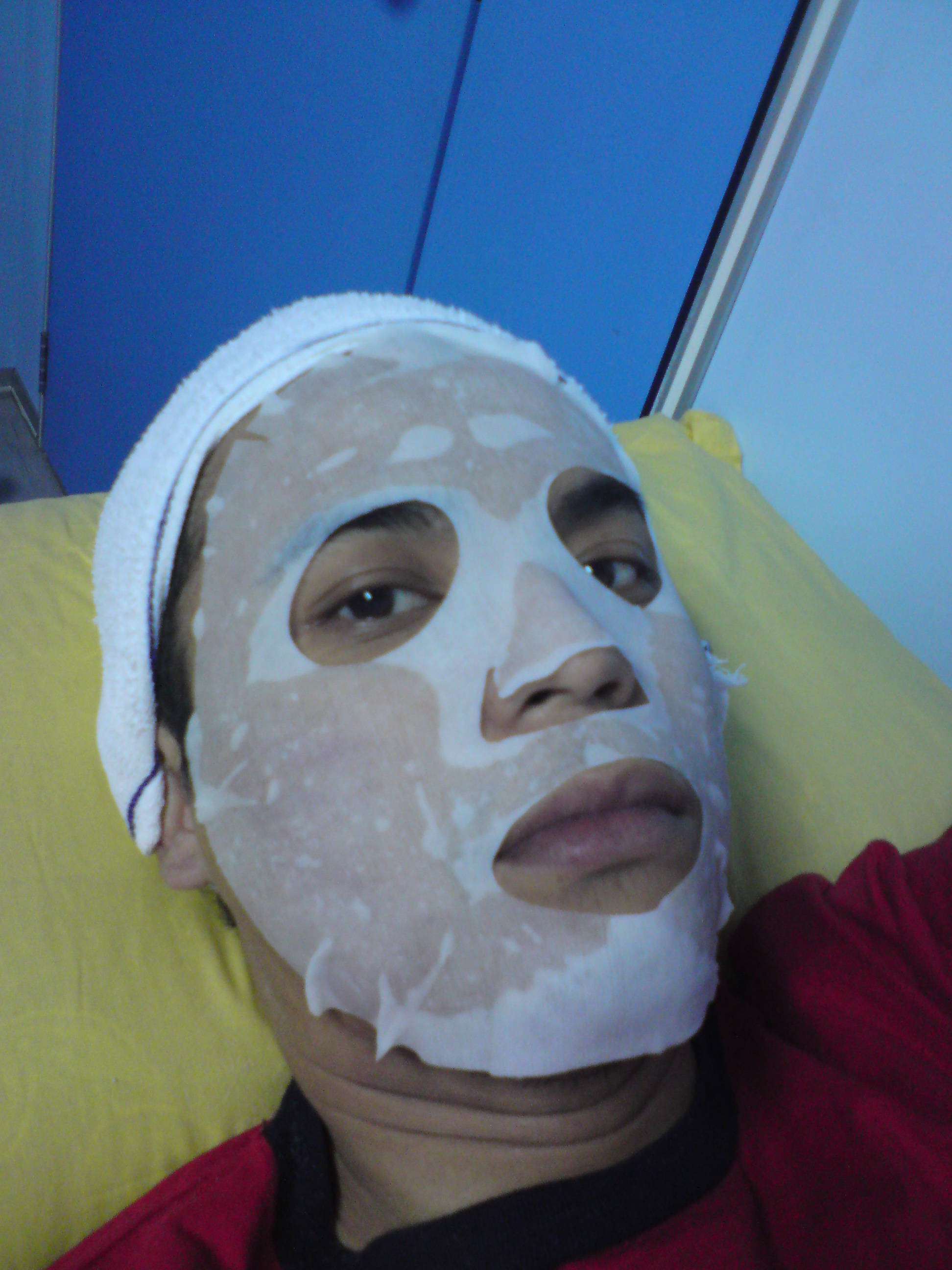 FOURTH STEP - Neutrogena icy cold mask.i felt a bit burning sensation after the vacuum, the mask really help.. do I look fat?