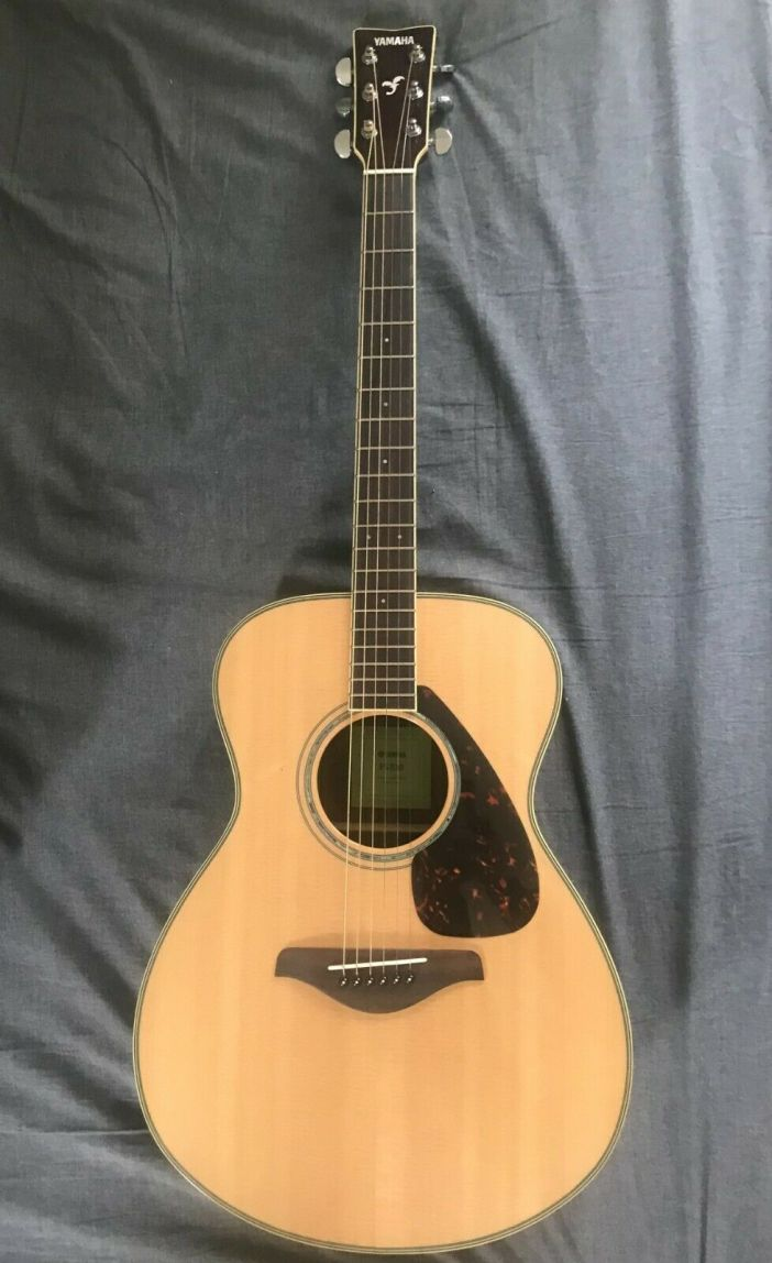 Yamaha FS830 Solid Top Small Body Acoustic Guitar, With CASE, Almost Never used