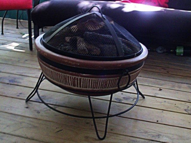 Out-door Great-room Fire Pit in Cute Little Cottage at Beaver Lake Vacation Cabin Rogers AR