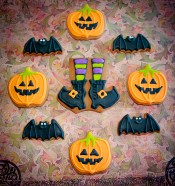 Pumpkins, bats and witches boots cookies