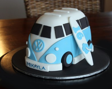 Cute VW Kombi Cake