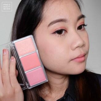 ใช้ Catrice Blush Artist Shading Blush 020 CorAll I Need : ใช้สีชมพูสีแรก ปัดใต้ตา บริเวณหางตาและเกลี่ยนขึ้นไปจรดหางคิ้ว / ใช้สีชมพูสีกลาง ปัดที่ข้างแก้ม / ใช้สีไฮไลท์ปัดทับบริเวณใต้ตา