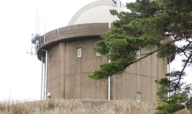 大野アルプスランドのアイコン的シンボルの天文台
