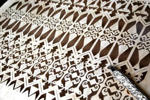 Cutteristic adalah seni memotong kertas menggunakan cutter, yang mengaplikasikan motif-motif kuno tradisional Indonesia yang selama ini kita temukan di kain, untuk diolah ke medium baru, yaitu paper cutting.