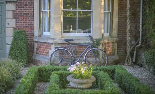 We are qualified to carry out any type of gardening and landscaping work.