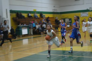 Ziyah Starks dribbles past the Pirates towards the hoop. Photo by Isaiah Siordia