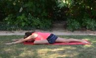 Rest here. Build up to 1-2min. This is an excellent stretch for preventing and treating IT band tightness and tendonitis. Repeat all poses on your second side!