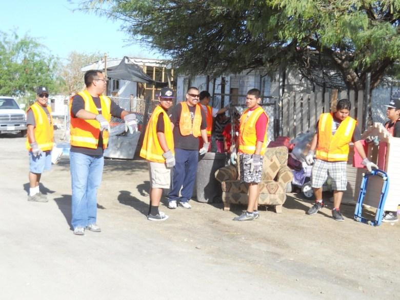 images/Duroville Cleanup March 30 2013/working-as-a-team_8615114494_o