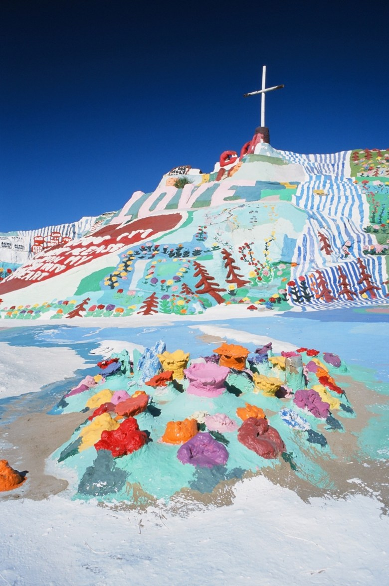 images/Salvation Mountain/the-cross-from-below_8750122887_o
