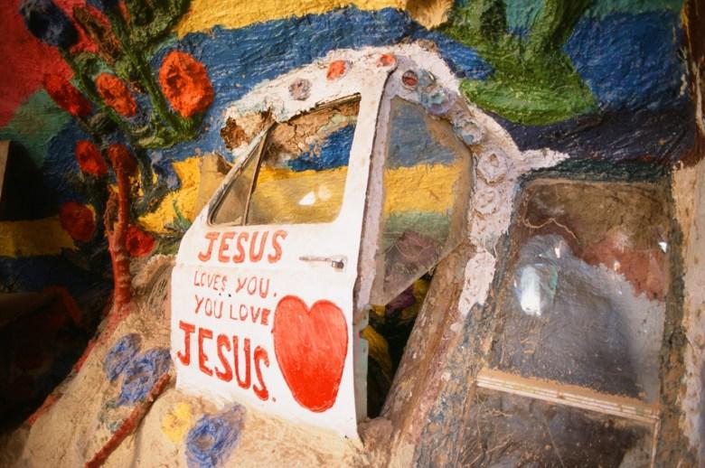 images/Salvation Mountain/truck-door_8751247404_o