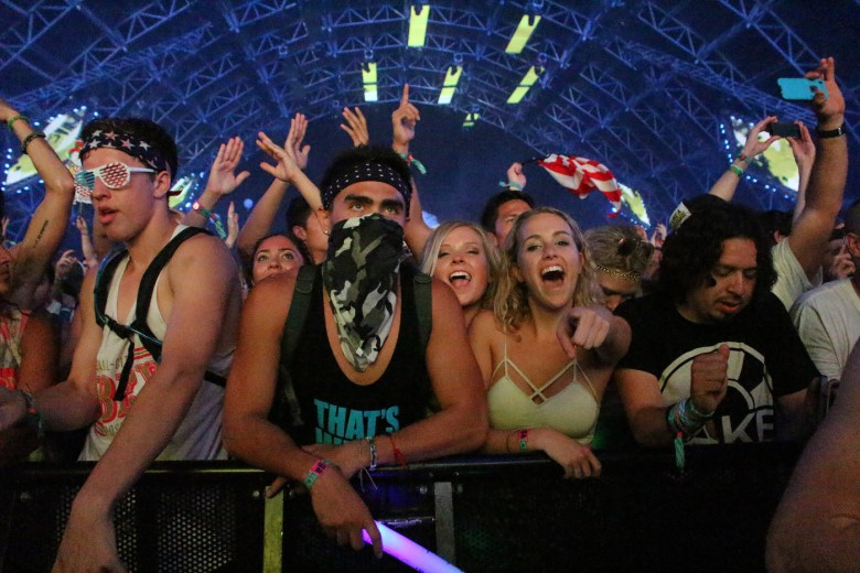 images/Coachella 2014 Weekend 2 Day 2/fatboy-slims-crowd_13953787454_o