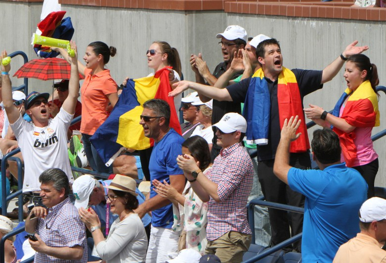 images/BNP Paribas Open 2015 Week Two/cheering-fans_16722858909_o