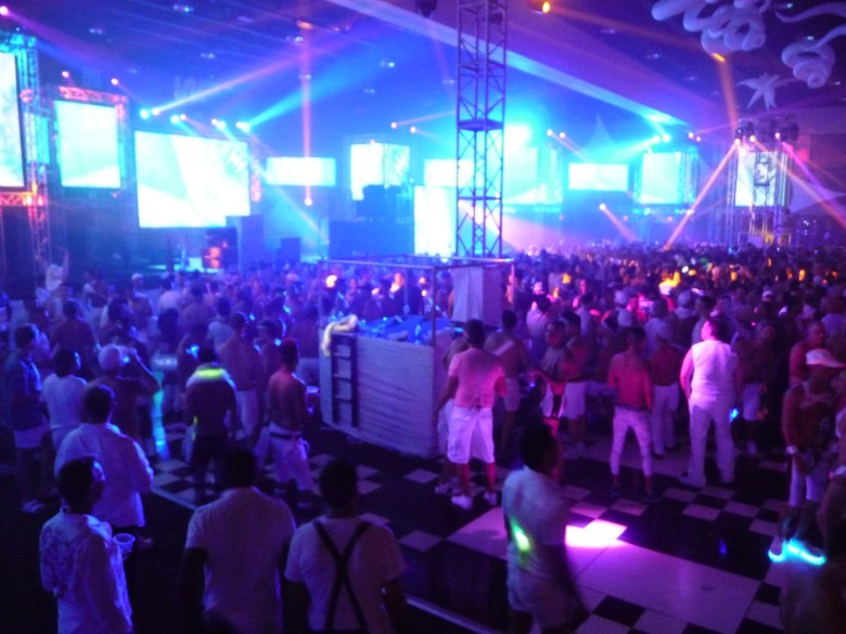 images/White Party 2015/bright-screens_17091300238_o