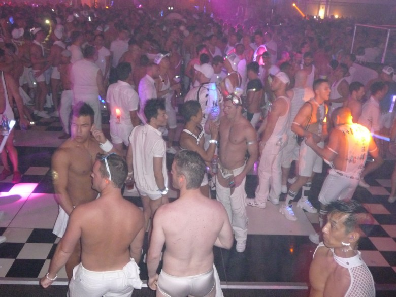 images/White Party 2015/dancing-queens_17071638727_o