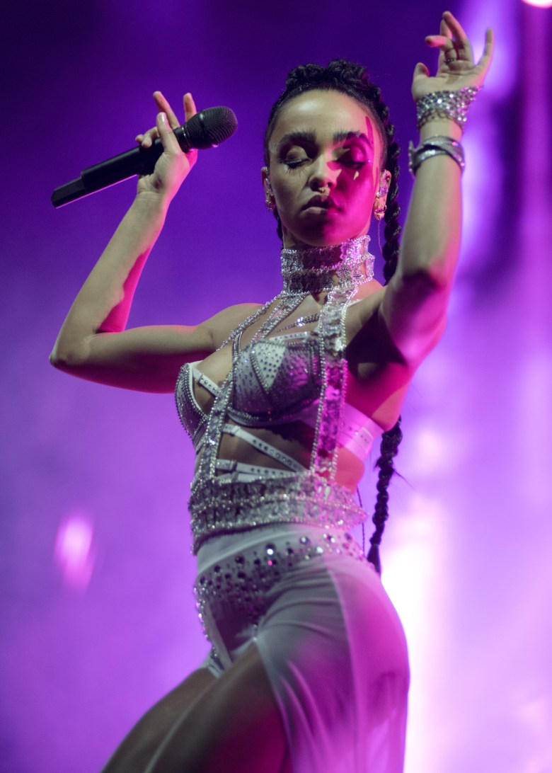 images/Coachella 2015 Weekend 2 Day 2/fka-twigs-dances_16995955087_o