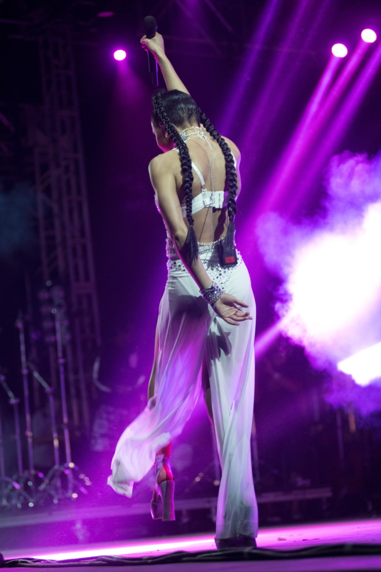 images/Coachella 2015 Weekend 2 Day 2/fka-twigs-sings_17203390885_o