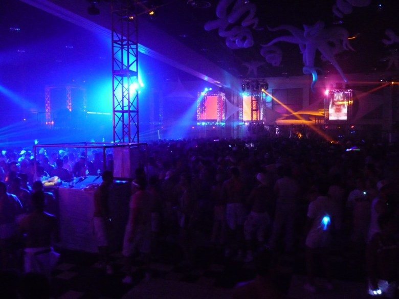 images/White Party 2015/laser-lights_17278566971_o