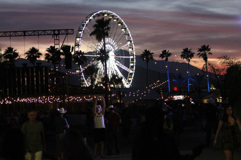 images/Stagecoach 2015 Day 3/night-descends_16671624114_o