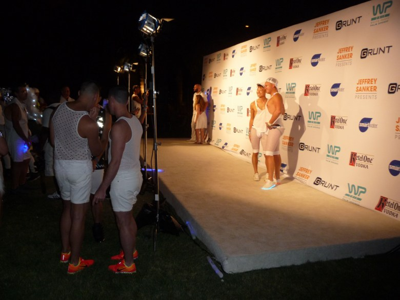 images/White Party 2015/on-the-white-carpet_17253135196_o