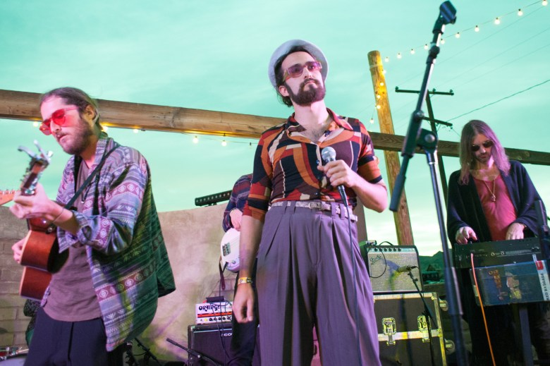 images/Mac DeMarco at Pappy and Harriets/DrugDealer