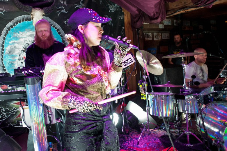images/Little Dragon at Pappy and Harriets/DSC_6034
