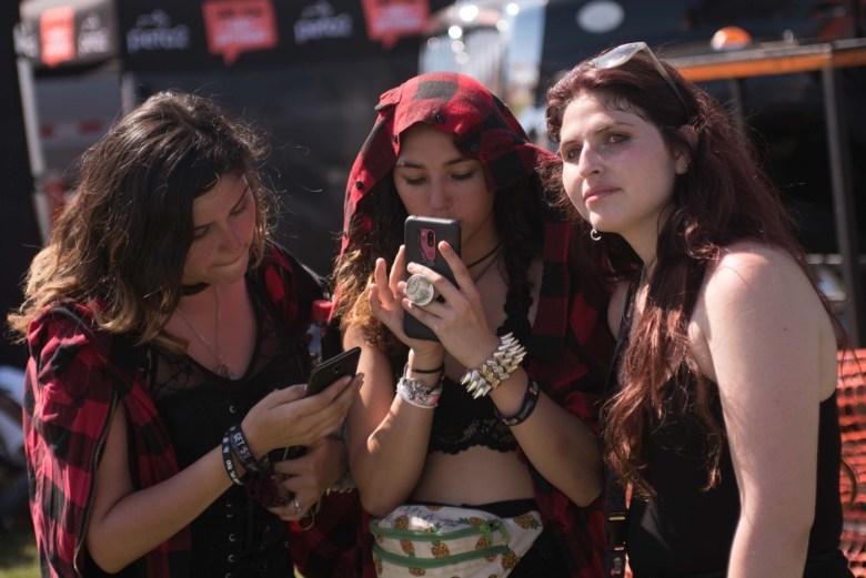 images/Vans Warped Tour 2018 Pomona Fairplex/Phones