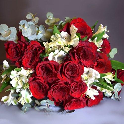 dostava-buket-cvijeća-crvene-ruže-alstromerije