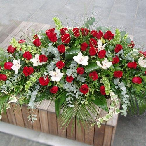 aranžman od ruža i orhideja